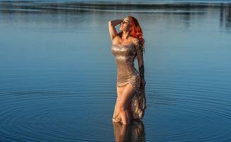 Фото бесплатно Озеро, рыжая девушка, позирует