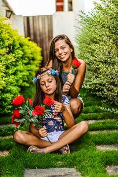Бесплатные фото девушка,люди,трава,сад,сидящий,растение,дерево,весело,лето,лужайка,улыбка,ребенок