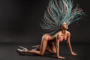 Фото бесплатно Незнакомец с косичками, сексуальной девушкой, красотой