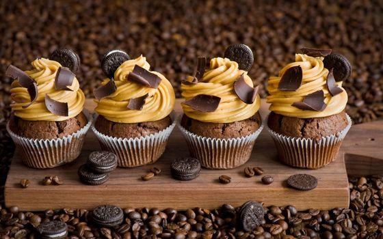 Photo free muffins, cream, chocolate