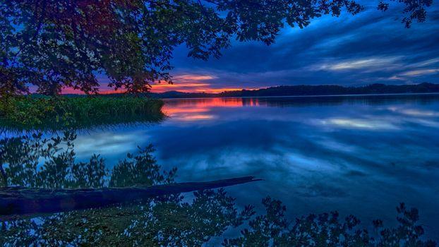 Заставки Келлерзе,Шлезвиг-Гольштейн,озеро,Германия,Озерный край Гольштейн,Гольштейн Швейцария,закат,сумерки,небо,деревья,отражение,природа