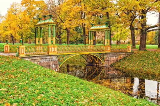 Small Chinese bridge in the Alexander p · free photo