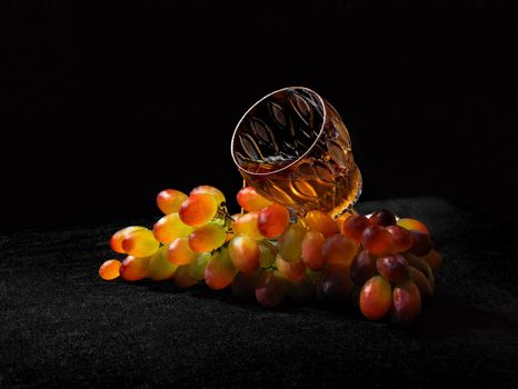 Glass and bunch of grapes · free photo