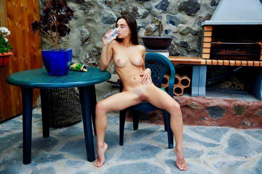 Бесплатные фото Глория Сол,модель,брюнетка,длинные волосы,большие сиськи,сиськи,открытые ноги,писька,бритая пизда,половые губы,загорелые,загорелые линии