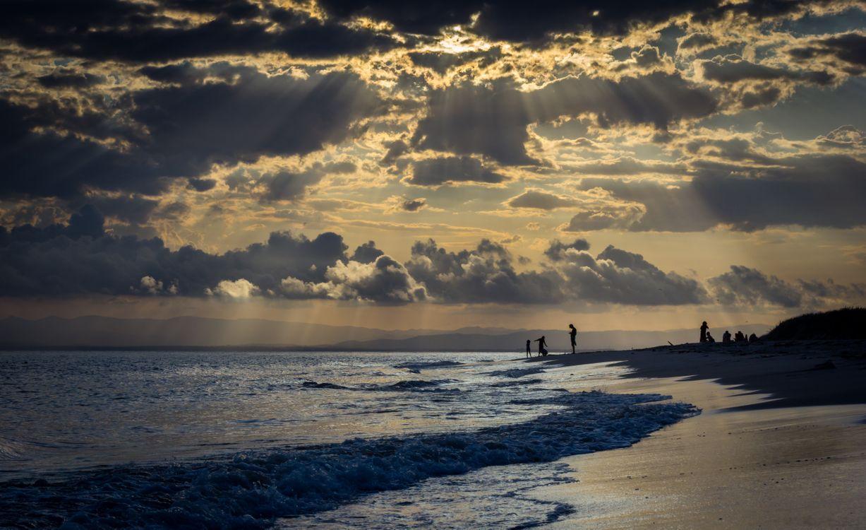 Фото бесплатно Остров Бриби, Красный пляж, Австралия, закат солнца, море, берег, небо, облака, пейзаж, пейзажи