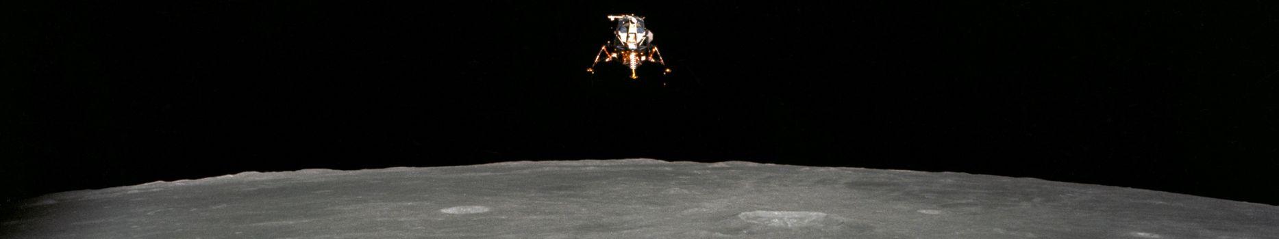 Бесплатные фото пространство,наса,земля,луна,аполлон,северная америка,ровер,скафандр,камень,черный,белый