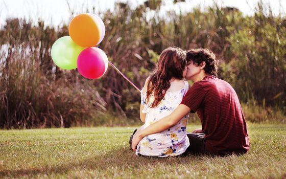 Заставки воздушные шары, обнимаю, женщины