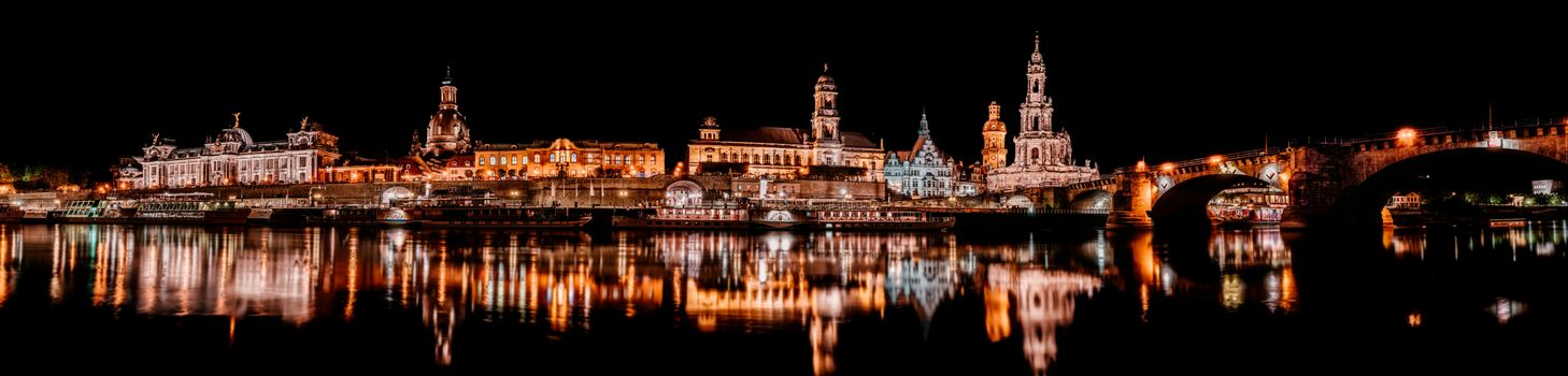 Photo free Dresden, the Elbe, the historic center