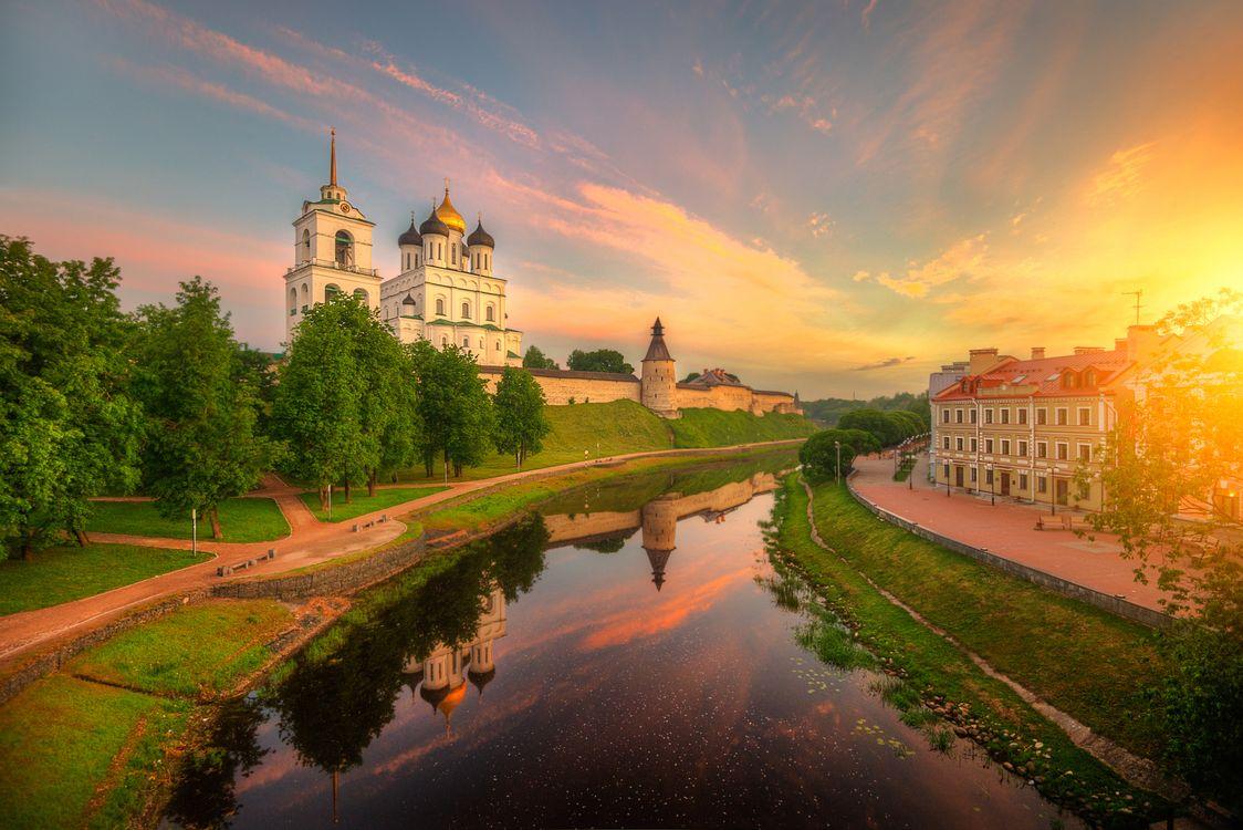 Фото бесплатно Pskov, Russia, Православный храм, Троицкий собор, Свято Троицкий кафедральный собор, закат, пейзаж, город