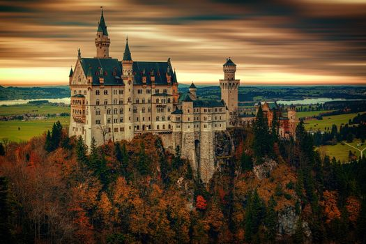 Wonderful castle Neuschwanstein · free photo