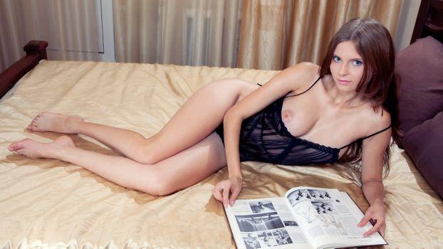 Жордонна читает книжку в пастели