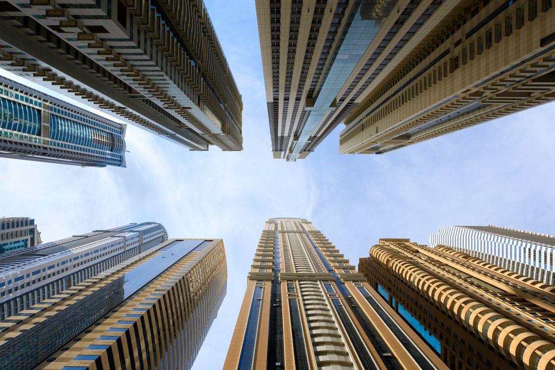 Обои архитектура, здания, современный, высотных зданий, выстрел с низким углом, современная архитектура, башни, городской, широкий угол, широкоугольная съемка на телефон | картинки город