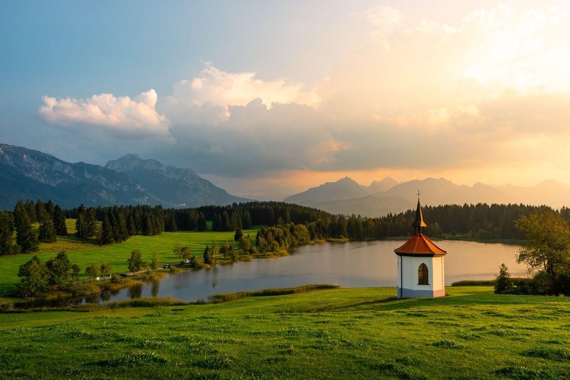 Фото бесплатно Hegratsrieder See lake, Бавария, Германия, часовня озеро, поле, деревья, пейзаж - на рабочий стол