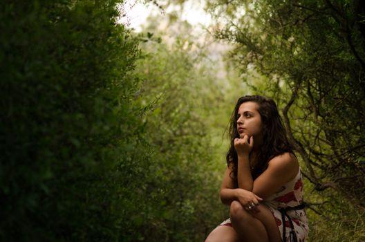 Бесплатные фото природа,женщина,зеленый,легкий,думать,созерцать,путь,вдохновение,красоту,закат солнца,фотография,дерево