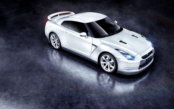 Nissan GTR белый на подиуме