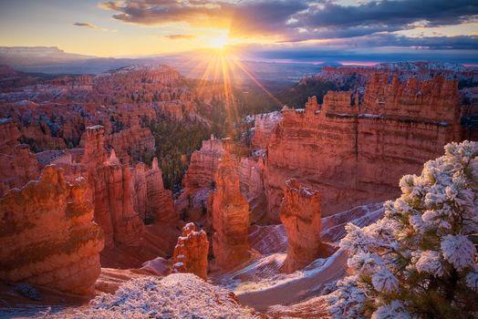 Бесплатные фото Национальный парк Брайс-Каньон,Штат Юта,США,Bryce Canyon,закат,горы,скалы,солнечные лучи,пейзаж