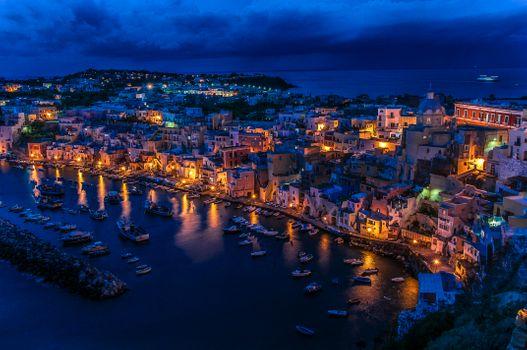 Бесплатные фото Гавань Корричелла,Италия,Неаполитанский залив,ночь,огни,иллюминация,город,серия ночные города,дома,лодки,городской пейзаж