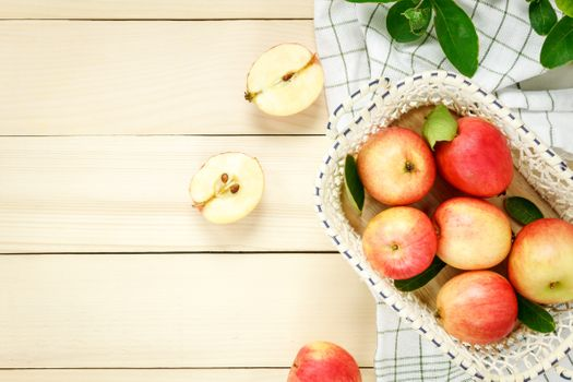 Apples in bowl · free photo