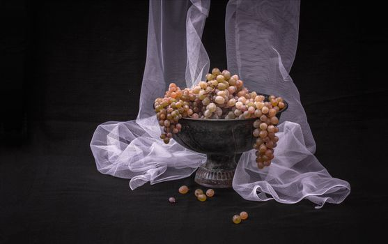 Photo free curtain, table, grapes