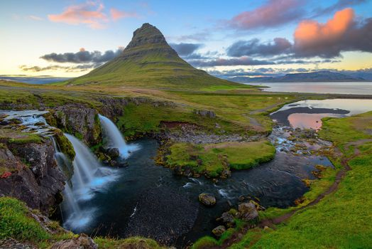 Бесплатные фото Kirkjufellsfoss,Гора Киркьюфетль,Исландия,Грюндарфьёрдюр,фьорд,полуостров Снайфедльснес,гора,река,водопад,закат,природа,пейзаж