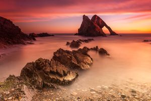 Каменная гряда и скалы