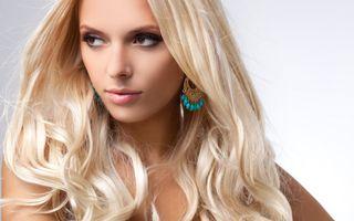 Бесплатные фото блондинка, макияж, взгляд, длинные волосы, серьги
