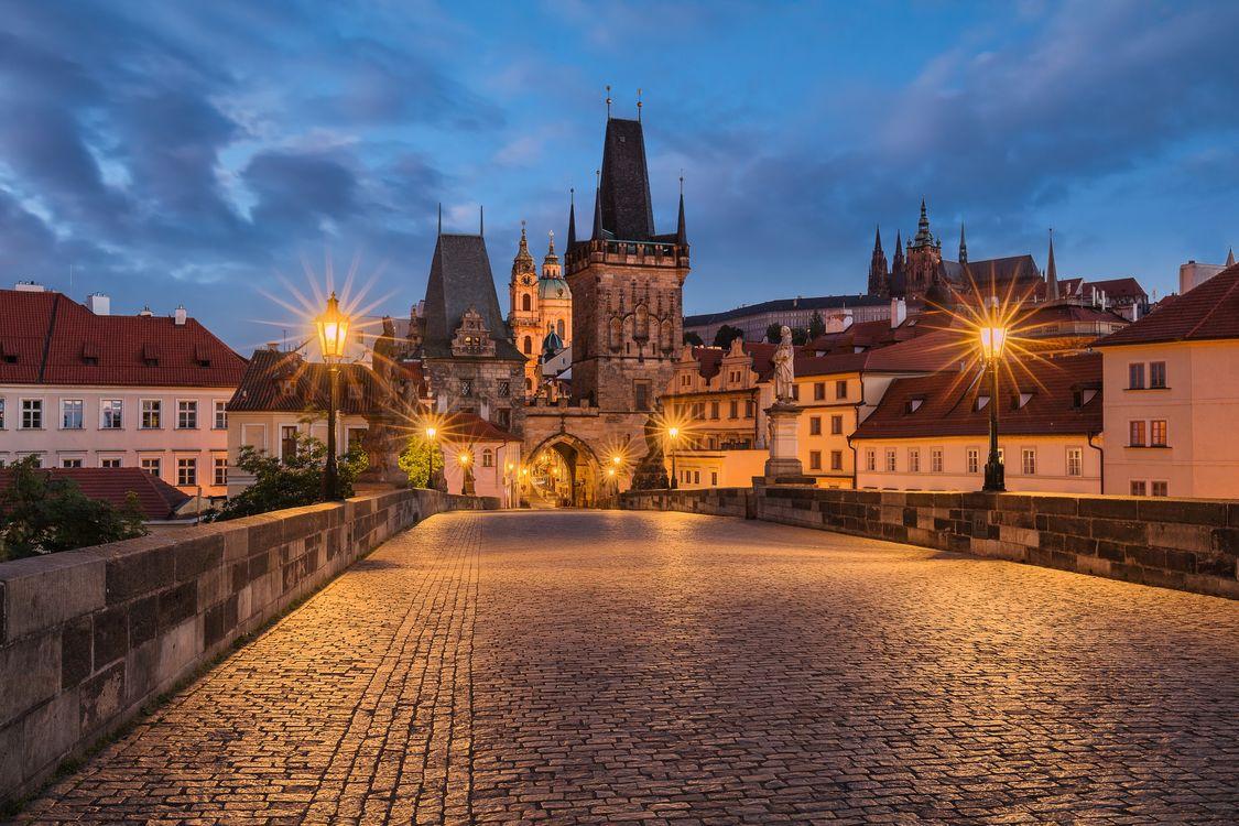 Фото бесплатно Прага, Чехия, Чешская Республика, Prague, Czech Republic, Пражский град, Карлов мост, город, дома, мосты, мост, иллюминация, ночь, ночные города, сумерки, город