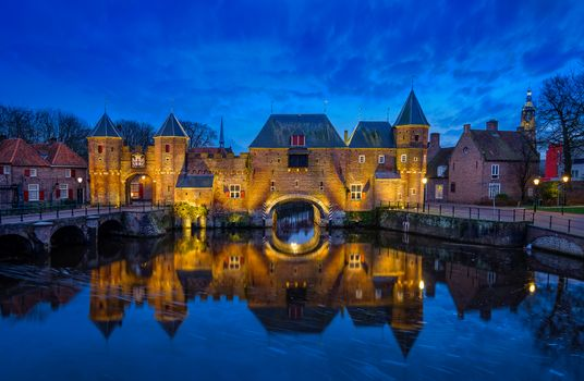 Photo free the gates of the medieval buildings in the Dutch city of Amersfoort, Koppelpoort, night