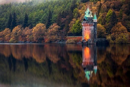 Фото бесплатно Отражение Отражающей Башни, Озеро Вырнви, Сноудония