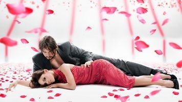 Бесплатные фото девушка,настроение,роза,лепестки,парень,любовь,пара
