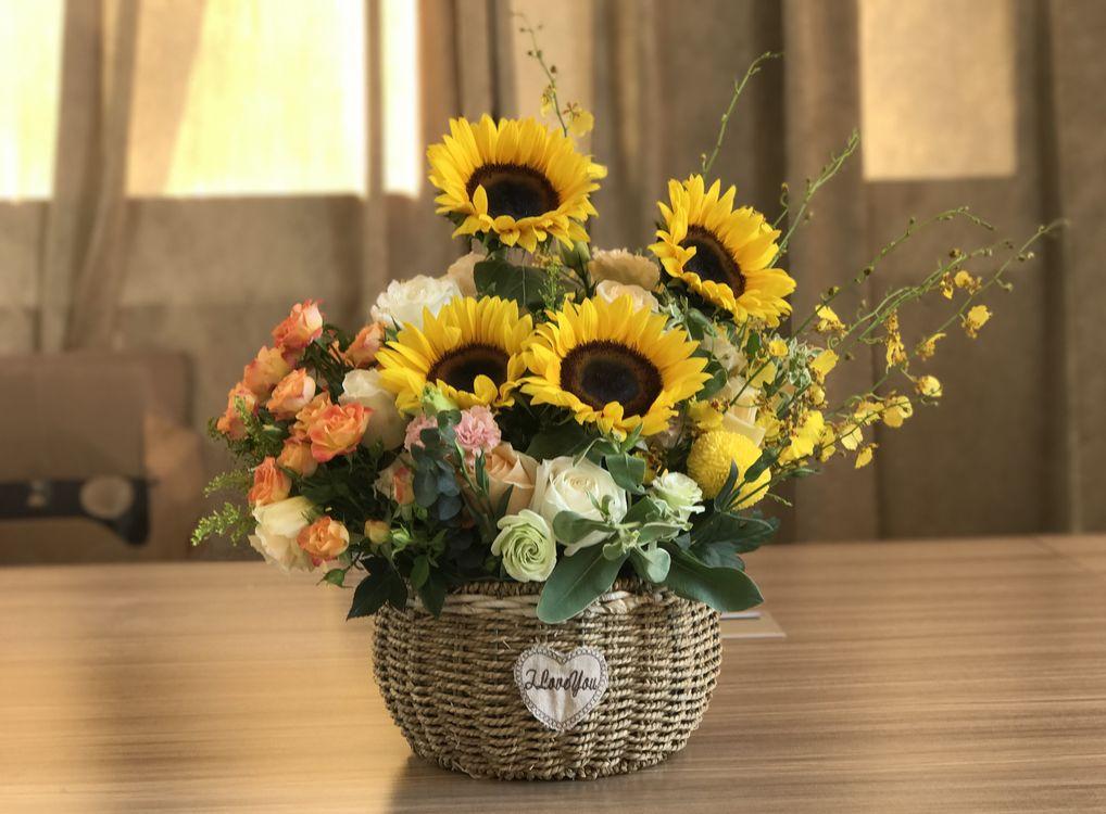 Фото бесплатно подсолнух, подсолнухи, цветы, флора, букет, ваза, розы, цветы