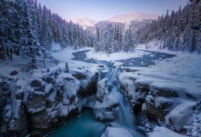Фото бесплатно Sunwapta Falls, Alberta, Canada, зима, река, деревья, снег, природа, пейзаж