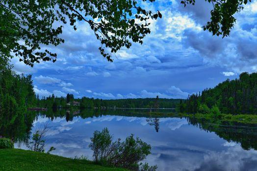 Заставки пейзаж,природа,озеро,деревья,размышления,лето,вода,квебек,канада,закат