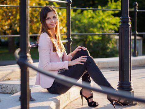 Photo free women, smiling, sitting