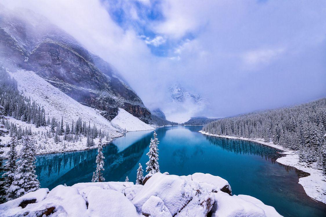 Фото бесплатно Moraine Lake, Banff National Park, Alberta, Canada, зима, горы, деревья, пейзаж, пейзажи