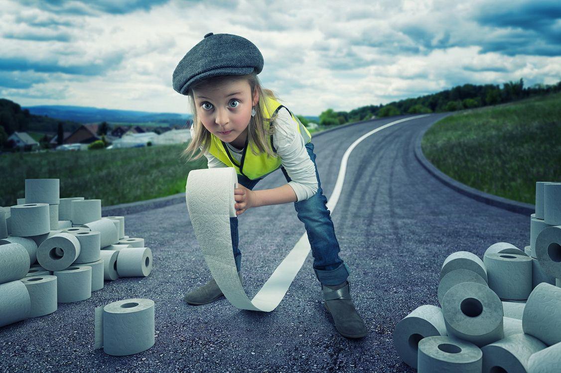 Фото бесплатно туалетная бумага, юмор, дети, дорога - на рабочий стол