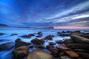 Заставки волны, центральное побережье, скалы