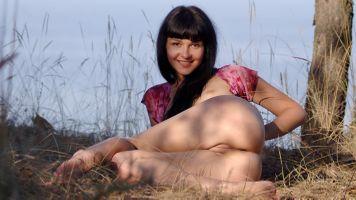 Бесплатные фото Шерри Лоусон,брюнетка,попка,бритая киска,половые губы,киска,улыбка