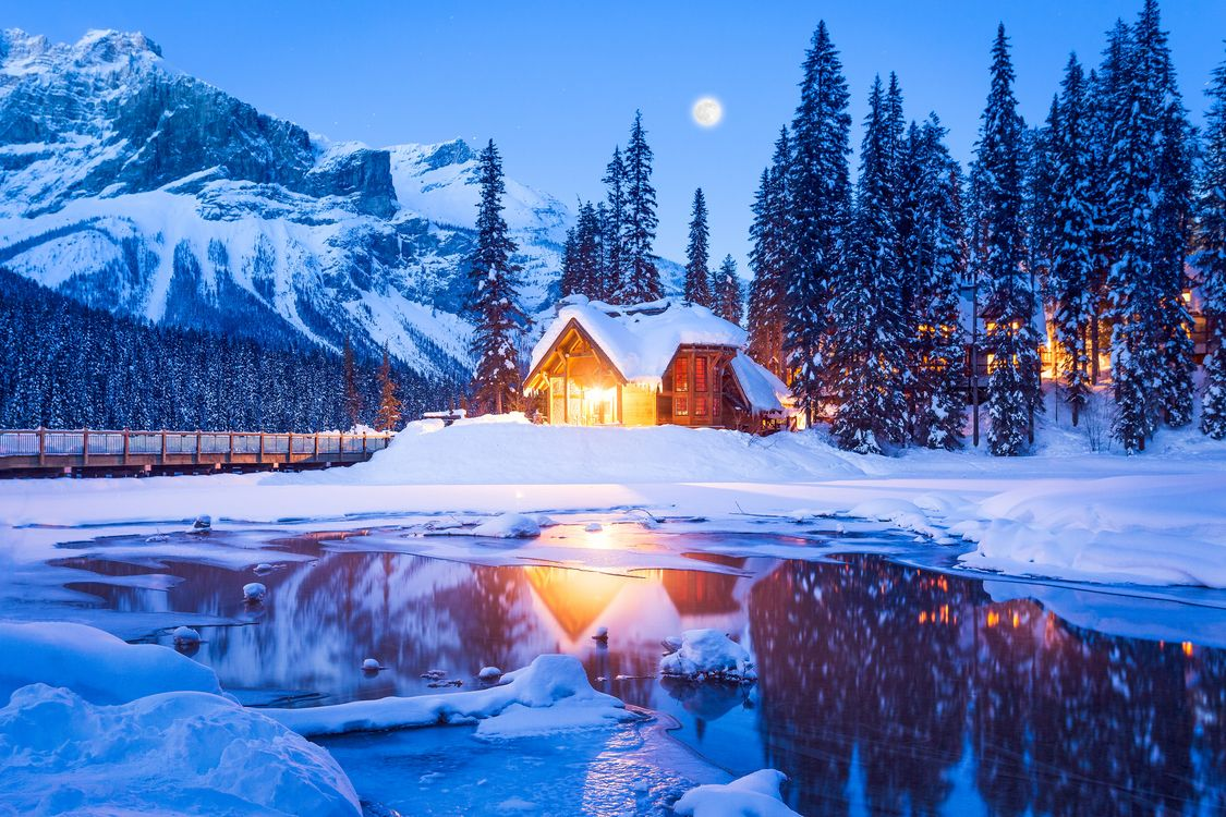 Photos for free Emerald Lake, Yoho National Park, Canada - to the desktop