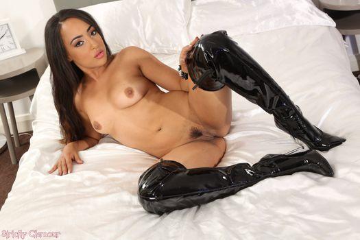 Бесплатные фото Kayla,красотка,голая,голая девушка,обнаженная девушка,позы,поза,сексуальная девушка,эротика,Nude,Solo,Posing