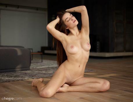 Photo free naked, floor, brunette