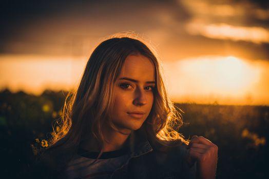 Фото бесплатно женщина, закат, длинные волосы