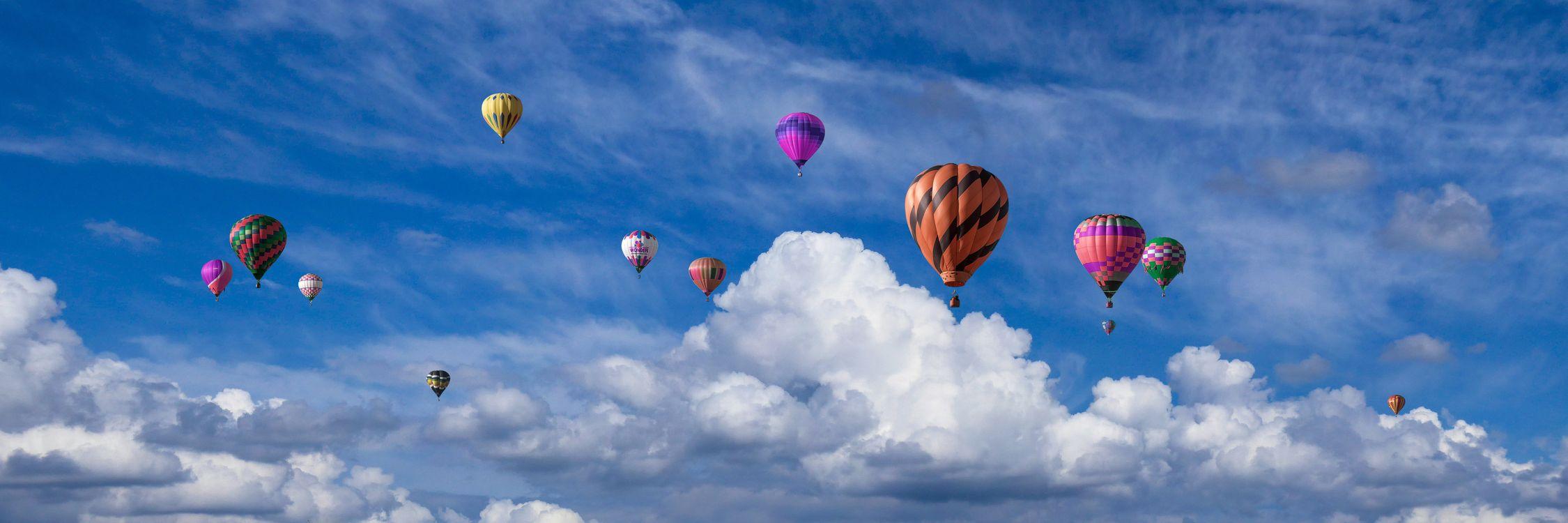 Фото бесплатно эмоции, праздники, праздник, облака, воздушный шар, полет на воздушном шаре, летающий, приключение, путешествия, составление, баннер, заголовок, поздравительная открытка, цели, небо, пейзажи