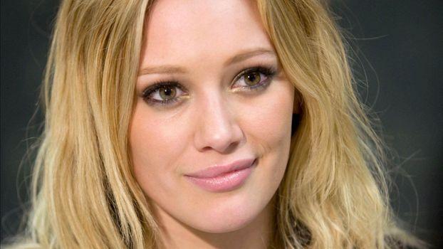Photo free smiling, girls, Hilary Duff