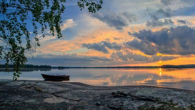 Заставки закат,озеро,лодка,скалистый берег,Norway,природа,пейзаж