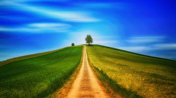 Фото бесплатно поле, холм, дорога, горы, трава, небо, облака, пейзаж