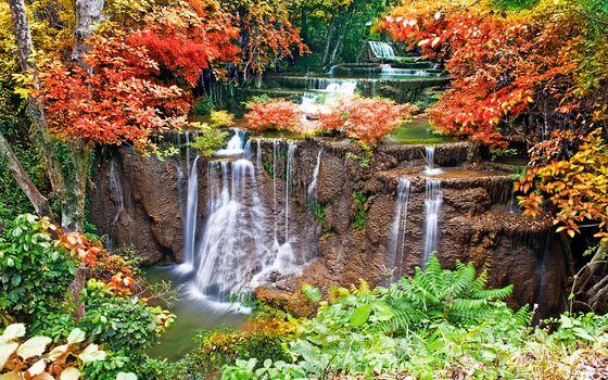 Водопад и краски осени · бесплатное фото