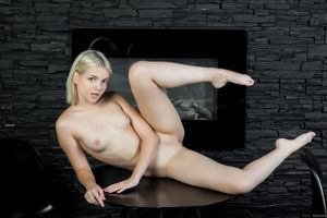 Photo free young, spread legs, blonde