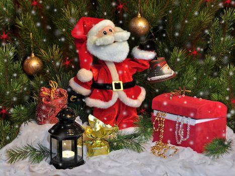 Бесплатные фото Christmas,Holidays,Santa Claus,фонарь,ёлка,шары,декорация,сундук,дед мороз,Рождество,фон,дизайн