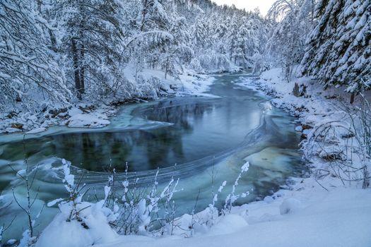 Фото бесплатно Odda, Norway, зима, река, снег, сугробы, лес, деревья, лёд, природа, пейзаж